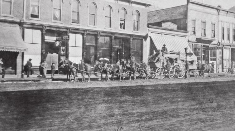 STAGECOACH AT THE GRAND, 1906